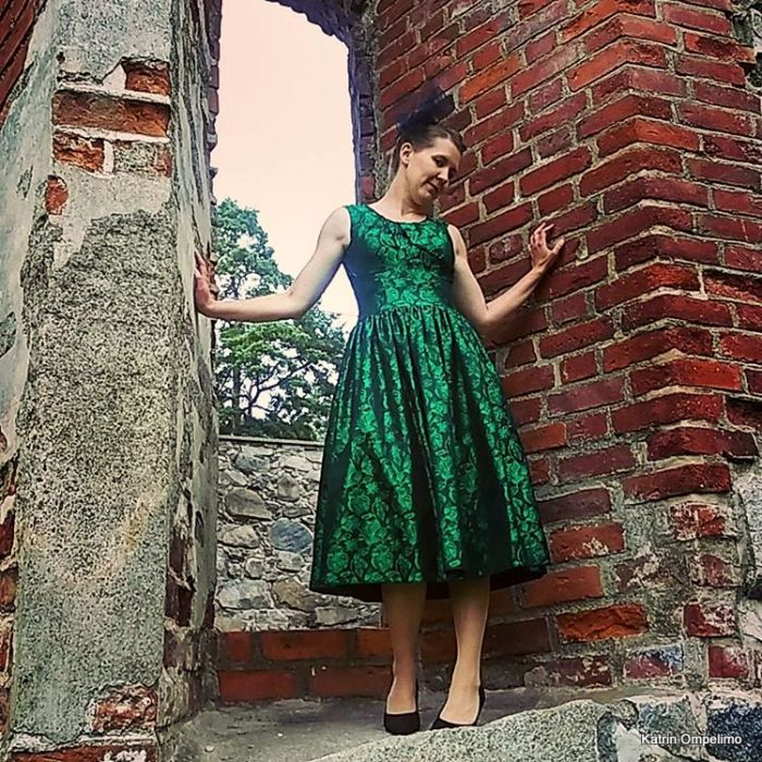 Katrin Omepelimo Kati retro vihreä mekko juhlamekko