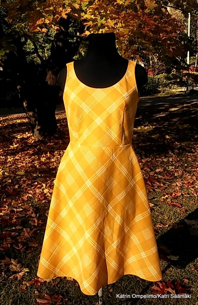 Katrin Ompelimo mekko